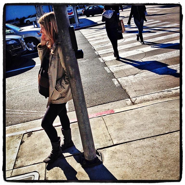 Woman on Cellphone Blog iDiarist