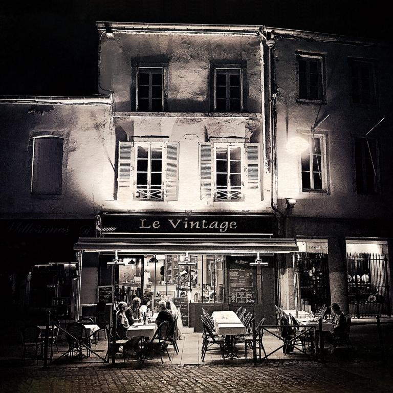 Cafe at Beaune iDiarist Blog Master